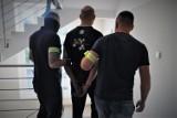 Policjanci z Bytowa znaleźli ponad kilogram amfetaminy w lodówce. Stała w garażu