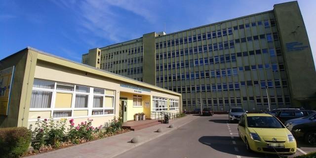 Dyrektor Nazimek odpowiedzialność za brak chętnych do pracy zrzucił na... Nową Trybunę Opolską, która od wielu miesięcy opisywała coraz gorszą sytuację kadrową w szpitalu.