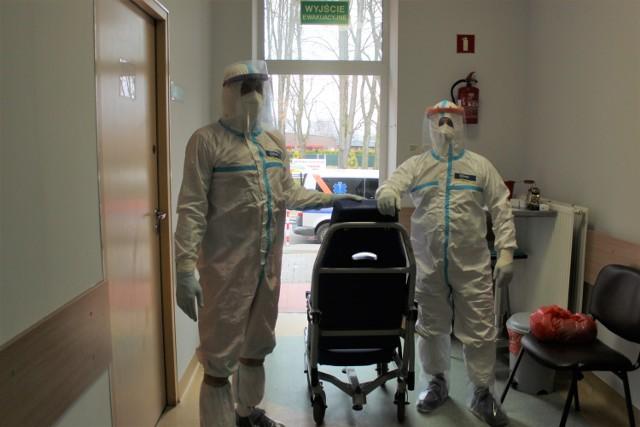 Największym problemem w Szpitalu Powiatowym w Oświęcimiu, są niedobory personelu medycznego. Do tego dochodzi zmęczenie i wyczerpanie lekarzy i pielęgniarek.