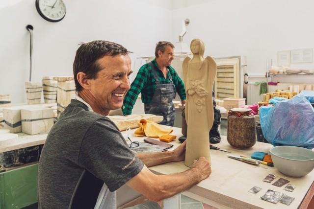 W Zakładzie Aktywności Zawodowej w Mikoszowie wyposażenie pracowni ceramicznej było możliwe dzięki przyznanej dotacji unijnej