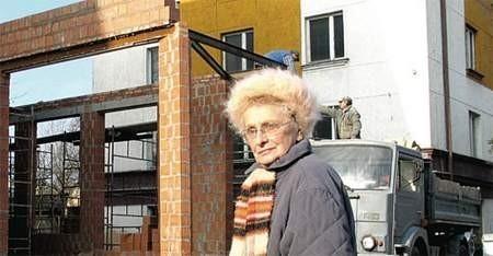 Bardzo się cieszę, że wreszcie w naszej dzielnicy znowu będzie komisariat policji – mówi Alicja Neufeld, mieszkanka Rakowa. – Czas najwyższy, aby tu znowu na stałe była policja. Z pewnością będziemy się wszyscy czuli bezpieczniej.