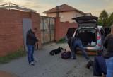 """Przebili oponę i splądrowali auto. Policja ostrzega przed kradzieżami """"na kolec"""""""
