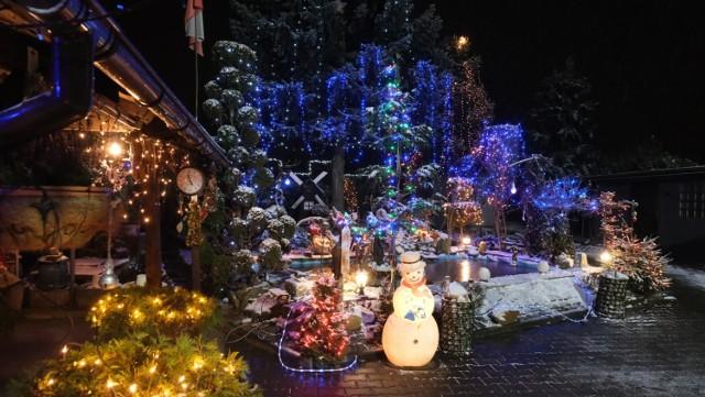 Świąteczne iluminacje domu Mariana Smołki w Przyszowicach to już kilkunastoletnia tradycja  Zobacz kolejne zdjęcia. Przesuwaj zdjęcia w prawo - naciśnij strzałkę lub przycisk NASTĘPNE