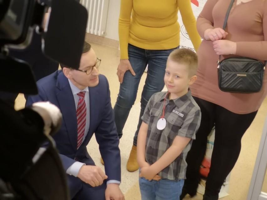 Rafał KluczniokW wieku 6 lat uratował nieprzytomną mamę.W...