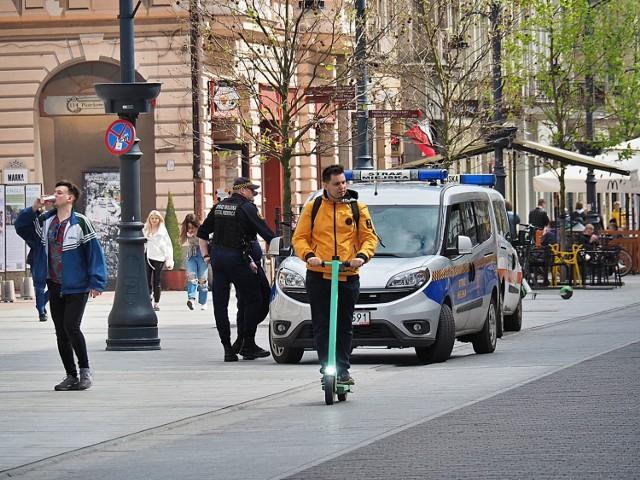 Od wczoraj obowiązują nowe przepisy dotyczące jazdy hulajnogami elektrycznymi i innymi urządzeniami transportowymi. Na razie na ulicach Łodzi nie widać rewolucji.  CZYTAJ DALEJ >>>  .