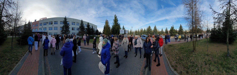 Koronawirus Łomża. Protest przed szpitalem. Tłum skanduje: Oddajcie nam szpital [zdjęcia, wideo] | Łomża Nasze Miasto