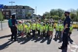 Przedszkolaki z Pruszcza podczas warsztatów uczą się bezpieczeństwa na drodze
