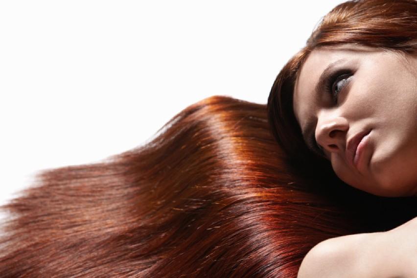 Dowiedz się, jak pozbyć się zbyt ciemnej farby z włosów!