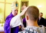 Poseł apeluje do radnych: nie nagradzajcie biskupa Deca! On głosi zaściankowe i szkodliwe poglądy