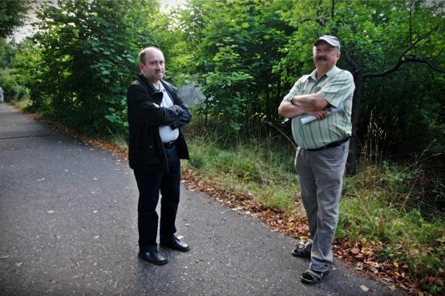 Jak podkreśla radny Jarosław Borlik (z lewej), mieszkańcy Oliwy nie chcą w tym miejscu osiedla mieszkaniowego