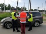By na torach nikt nie zginął - akcja policji i  funkcjonariuszy SOK na torach w Łasku Kolumnie ZDJĘCIA