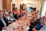 """Skierniewice. Seniorzy z klubu """"Ustronie"""" wykorzystują każdą okazję do wspólnej zabawy"""