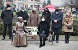 Ławeczka Jadwigi Młodowskiej, patronki IV  LO w Chełmie, stanęła na placu Kupieckim. Zobacz zdjęcia