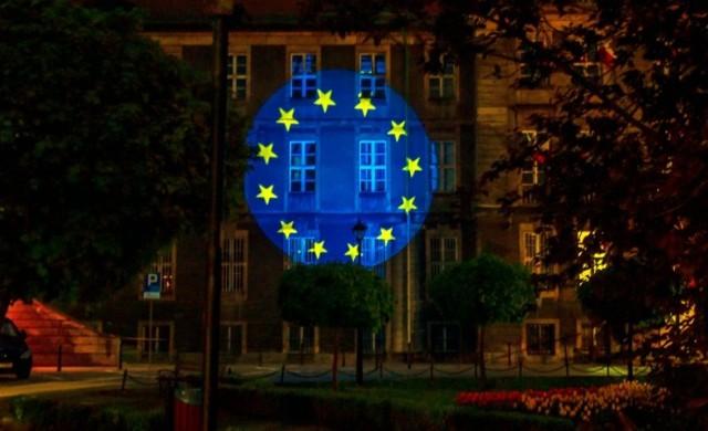 Flaga Unii Europejskiej na Urzędzie Miejskim w Bytomiu