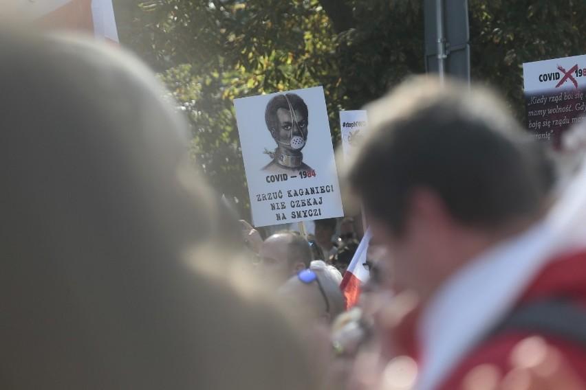 """Protest antycovidowców w Rybniku: """"Zakończyć PLANdemię"""". Marsz o wolność w sobotę w Rybniku"""