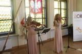 Królewski Salon Sztuki w Gnieźnie. Najpiękniejsze piosenki Ireny Jarockiej wybrzmiały w Starym Ratuszu