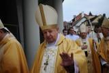 """Co dalej z kardynałem Stanisławem Dziwiszem? """"Najlepiej, gdyby oddał się do dyspozycji Stolicy Apostolskiej"""""""