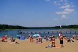 Najlepsze jeziora wokół Torunia. Jak tam dojechać? Autobusów i pociągów jest jak na lekarstwo