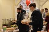 Kiermasz wypieków w Wojnowicach. Mieszkańcy zebrali sporą kwotę dla chorego Waldka
