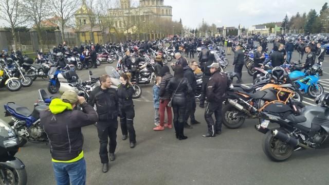 Tłumy na otwarciu sezonu motocyklowego w Licheniu