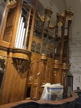 Kolejne elementy zabytkowych organów powracają do rawskiego Kościoła p.w. NMP