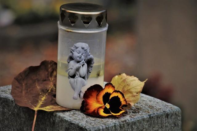 Na międzyrzeckim cmentarzu jeszcze w tym roku stanie zniczodzielnia. Czyli regał, dzięki któremu będzie można podzielić się niepotrzebnymi zniczami. Podobne stojaki są w wielu innych miasta w regionie, m.in. w Strzelcach Krajeńskich