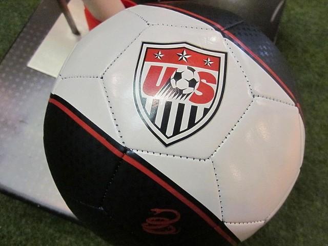 Źródło: http://commons.wikimedia.org/wiki/File:Nike_US_Prestige_Soccer_Ball.JPG