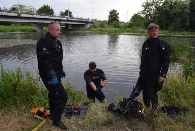 Wolontariusze i płetwonurkowie sprzątali rzekę Prosnę w Kaliszu