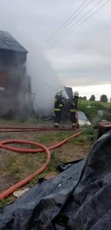 Pożar garażu w Dębogórach. Budynek spłonął wraz z wyposażeniem [ZDJĘCIA]