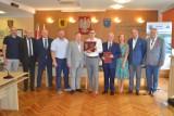 Samorządowcy podziękowali i pogratulowali firmie Górski z okazji 40-lecia istnienia