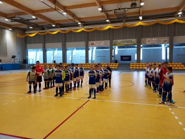 W minioną sobotę młodzi adepci piłki nożnej rozegrali cztery turnieje w ramach V Memoriału im. Jakuba Maćkowiaka - GIGU CUP 2021! Zobaczcie jak im poszło!