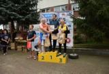 W Jatwiezi Dużej fani jazdy na łyżworolkach ścigali się na asfalcie
