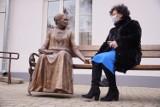 Ławeczka dr Jadwigi Młodowskiej stanie na placu Kupieckim w Chełmie - zobaczcie zdjęcia