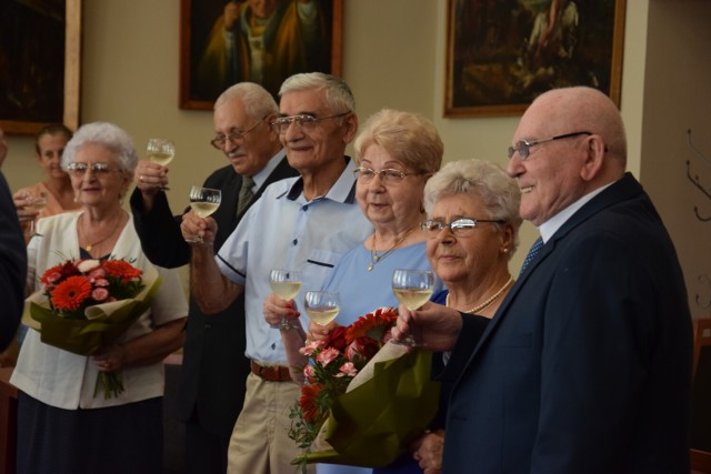 Relacja z uroczystości - jubileusze małżeńskie par z gminy Żnin.