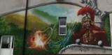 Artysta street art z Jasła ozdabia budynki w powiecie gorlickim. Namalował mural na remizie OSP w Pagorzynie [ZDJĘCIA]