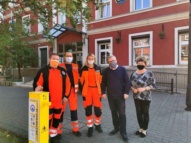Ze względu na epidemię koronawirusa miasto Nowa Sól, gmina wiejska Nowa Sól oraz miasto i gmina Kożuchów zakupiły stacje do dezynfekcji rąk. Siedemnastą stację w Nowej Soli ufundowało Stowarzyszenie Medyk.