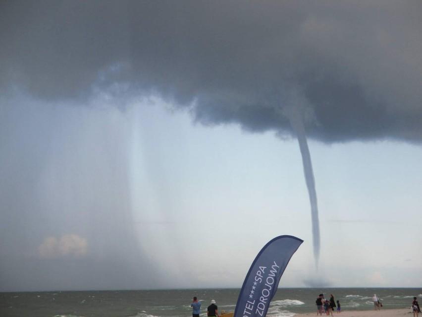 Trąby wodne nad Zatoką Pucką: fenomenalne zjawisko podziwiali mieszkańcy i turyści w powiecie puckim   WIDEO, ZDJĘCIA
