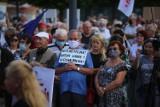 Protest w obronie wolnych mediów w Katowicach. Kilkaset osób zebrało się na Rynku. Zobacz ZDJĘCIA