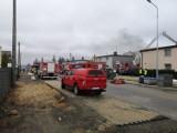Pożar w Starogardzie Gdańskim! 15.04.2021 r. Płonął zakład produkcji zniczy. Ogień gasiło 25 zastępów straży pożarnej