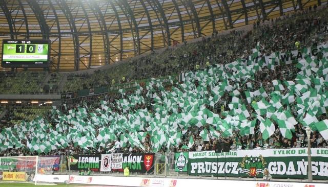 Przy okazji ankiety Canal+ Lechia ma jeszcze jeden powód do dumy - kibice. Fani biało-zielonych w tym sezonie nie tylko licznie uczęszczają na PGE Arenę (trzecia frekwencja w T-Mobile Ekstraklasie!), ale również wspaniale wspierają swoją drużynę.