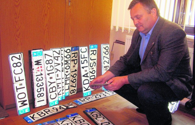 W tej chwili mamy około 30 zgubionych tablic rejestracyjnych - mówi Wiesław Pajor