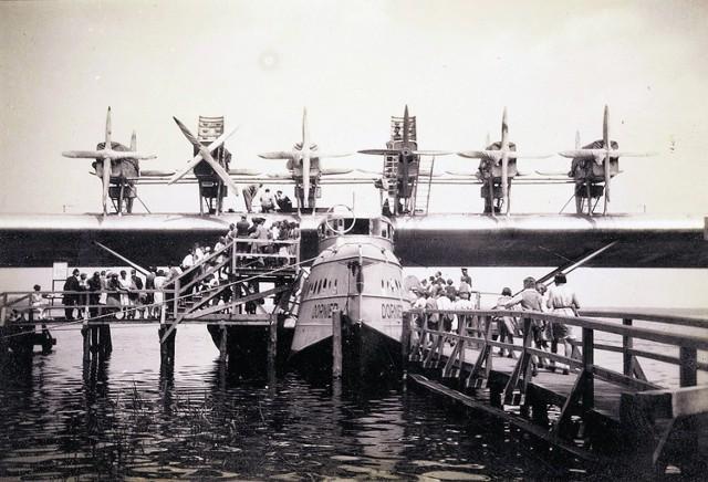 Bardzo popularne były liczne restauracje nad jeziorem Dąbie. Stąd też można było polecieć hydroplanem na wycieczkę