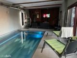 Najdroższy dom w okolicy. Możesz zamieszkać w rezydencji z basenem, z własną sauną i z piwniczką na wina