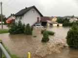 Łapczyca zmaga się z powodzią. Zalane domy, budynki gospodarcze i drogi [ZDJĘCIA, WIDEO]