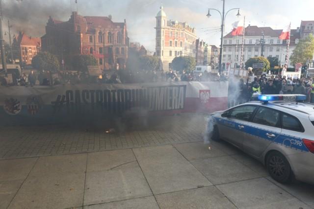 Toruń: Protest branży gastronomicznej w Toruniu. Trumna pod Kopernikiem! ZDJĘCIA