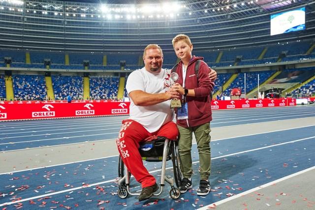 Wrzesień 2020. Janusz Rokicki z synem Michałem na memoriale Kamili Skolimowskiej na Stadionie Śląskim.
