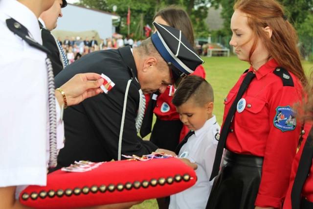 9-letni Maciej Kuzioła z Trzebcza Szlacheckiego - mały strażak z  lokalnej OSP  - koniecznie chciał się przyłączyć do zbiórki