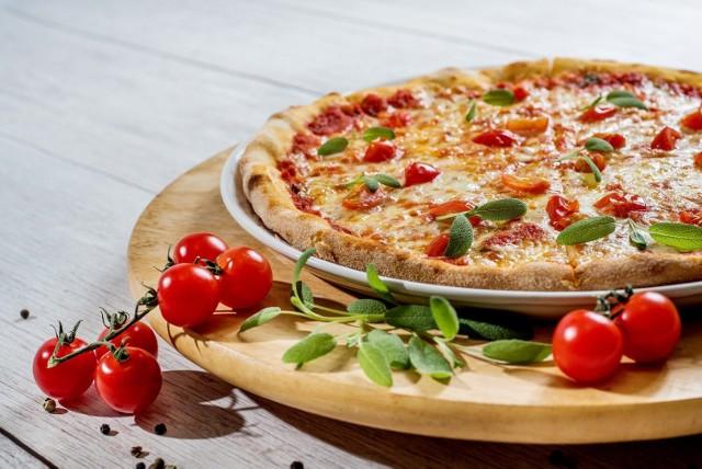 Pizzeria Palermo  Adres: Bieńczycki Plac Targowy 18, 31-831 Kraków  Godziny otwarcia: od niedzieli do czwartku10:00–22:00 piątek i sobota 10:00–23:00