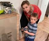Niepubliczna Szkoła Podstawowa w Bełchatowie wsparła rodzinę z Piotrkowa Tryb., której spłonął dom