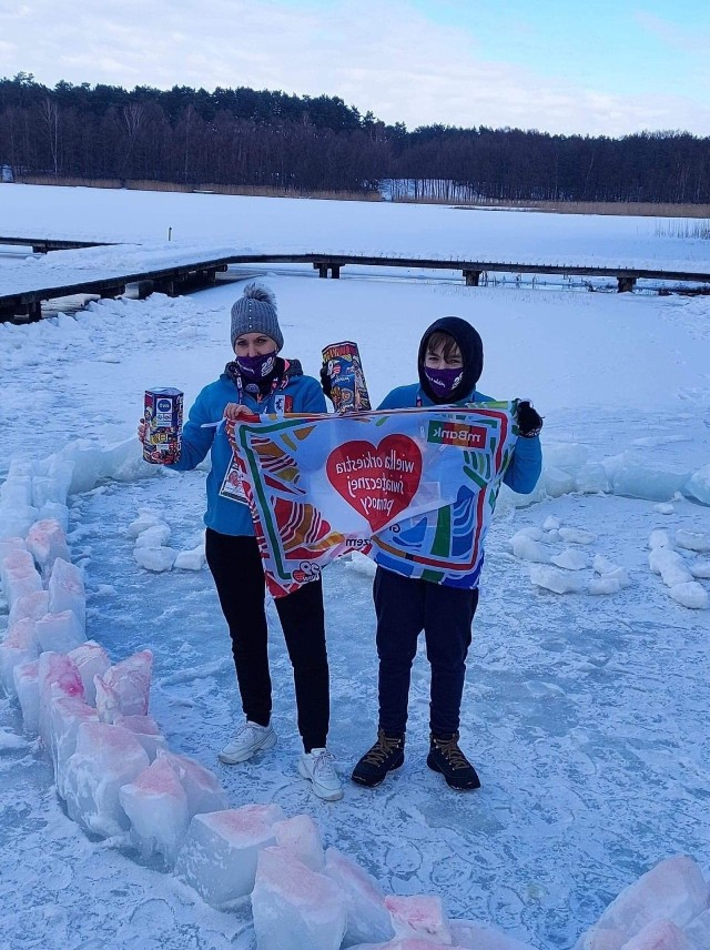Wielka Orkiestra Świątecznej Pomocy - tu WOŚP Śliwice podczas przygotowywania morsowania w jeziorze Łoboda